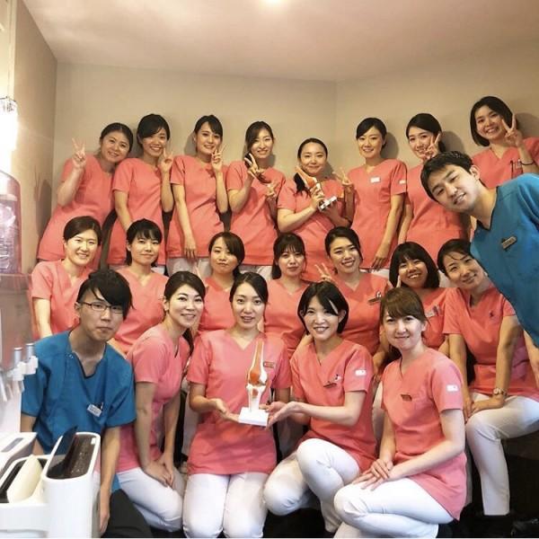 東京ひざ関節症クリニック銀座院スタッフの集合写真